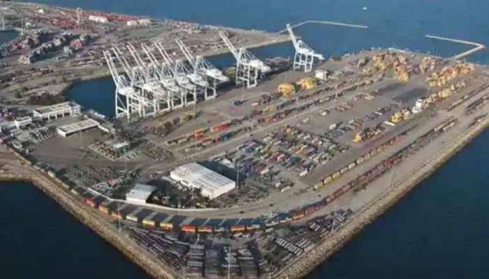 India hands over two mobile cranes to Chabahar authorities