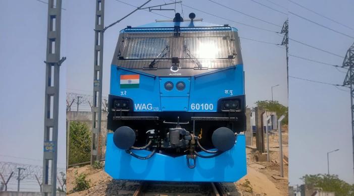 ভারতীয় রেলবহরে যুক্ত হলো শততম ১২ হাজার অশ্ব ক্ষমতা সম্পন্ন ইঞ্জিন