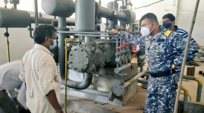 भारतीय नौसेनाले आंध्र प्रदेशको २ प्रमुख अक्सिजन उत्पादन प्लान्टहरू मर्मत गरेका छन्।