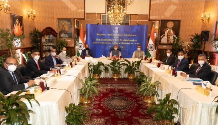 EAM जयशंकर ने मध्य-पूर्व के देशों में भारतीय दूतों से मुलाकात की, प्राथमिकता वाले क्षेत्रों पर चर्चा की