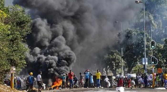 दक्षिण अफ्रीका मा भड्किएको हिंसा को बीच दक्षिण अफ्रीका मा रहेका भारतीय को सुरक्षा प्रति भारतद्वारा चिन्ता व्यक्त