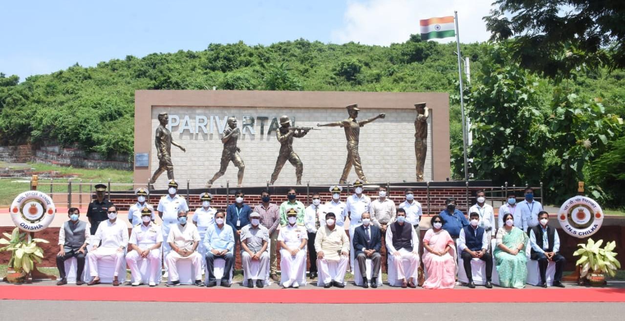 रक्षा संबंधी स्थायी समिति द्वारा आईएनएस चिल्का को भारतीय नौसेना प्रशिक्षण केंद्र को भ्रमण