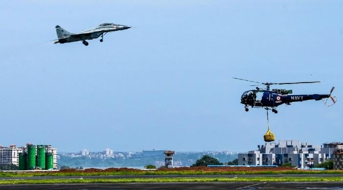 असाधारण सेवा प्रदान गरेकोमा भारतीय नौसेना उड्डयन राष्ट्रपति रंग बाट सम्मानित हुने