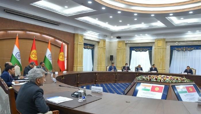 भारत अपनी विकास परियोजनाओं का समर्थन करने के लिए किर्गिस्तान को 200 मिलियन अमेरिकी डॉलर की पेशकश करता है