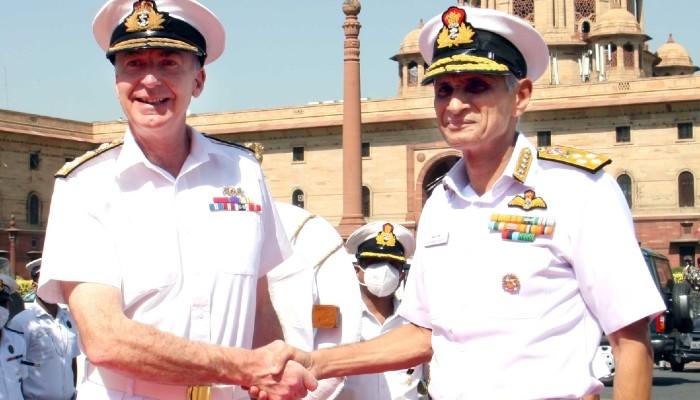 भारत और ब्रिटेन के नौसेना प्रमुखों ने क्षेत्र में शांति, सुरक्षा सुनिश्चित करने के लिए सहयोगी तंत्र पर जोर दिया